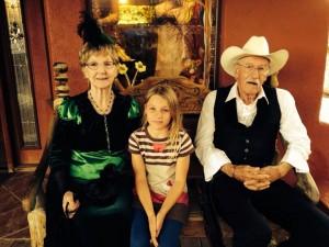 Saar met haar nieuwe Oma & Opa